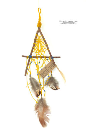kp Kitsch-paradise artisans créateurs artiste artist créateurfrancais artisanat art bretagne feather macramé micromacramé tissage weaving weavingart plume attrape-rêve dreamcatcher triangle esprit fétiche