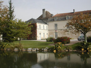 Le château et la rivière le collinaud à LIgnières-Sonneville