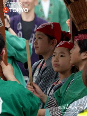 神輿宮入をお囃子で盛り上げる「神田囃子・子供連」:5月14日