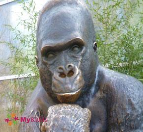 Gorillastatue im Tierpark Hellabrunn