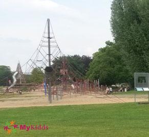 Spielplatz im Rhein Park Köln