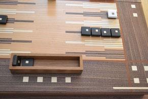 Backgammon aus Holz hangefertigt
