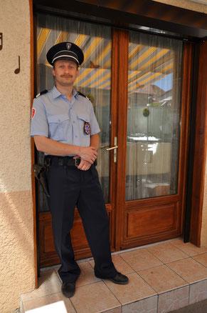 Policier (ancienne tenue )