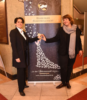 Denise & Alex feiern Geburtstag Alexander Potapov – Fotolia (woman butterflies)