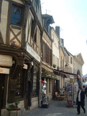 rue-pietonne-vieille-cassine-compiegne-gite-nid-saint-corneille-verberie