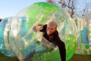 Ideen Männerabend in Frankfurt Torwand mieten Kneipentour Fußball Bubble Soccer Bumper Ball Bubble Football