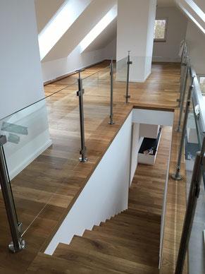 Treppe mit Massivparkettbelag