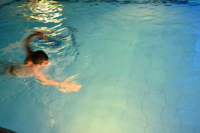 競泳大会!ブライアン先生がんばれ!