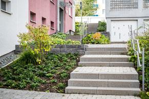 Steintreppe vor einem Hauseingang