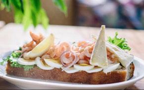 Räksmörgås med ägg och brie