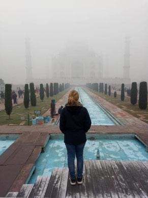 Das Taj Mahal im Nebel (Dezember 2019)