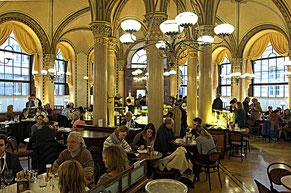 le café Central, un service déplorable dans un décor exceptionnel.