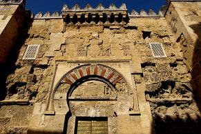 Photographie, Espagne, Andalousie, Cordoue, mosquée, édifice religieux, mirhab, omeyyade, mosaïques,  maqsura, islam, art, architecture, lumière, prières, arcs, stucs, porte, moucharabieh, M