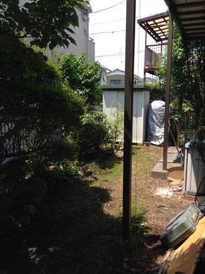 雑草に覆われてしまったお庭が草むしりすることで見違えるほどきれいに