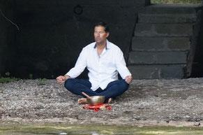 Alain Yves Gozzer führt in die Geheimnisse der Meditation ein.