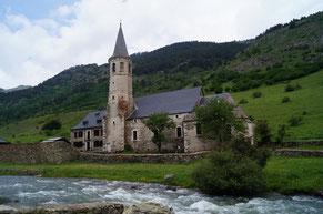 川沿いの教会