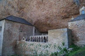 サン・ファン・デ・ラ・ペーニャ修道院 回廊遠景