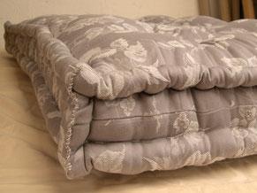 literie matelas en laine nantes le tapissier dobr e. Black Bedroom Furniture Sets. Home Design Ideas
