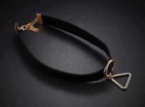 Halskette, Stil Choker, aus schwarzem Flanell mit Triangel Anhänger