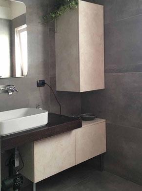 mobile bagno su misura, mobile decorato effetto pietra