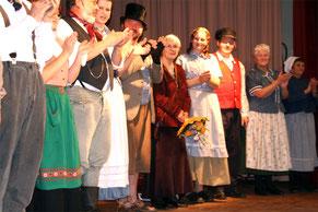 """Anne Eicke (Mitte) bei der Premiere von """"A Wirrwoar"""" 2008"""