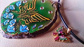 """~ Bild: Achatstein-Schmuckanhänger """"Bismillah irrahman irraheem"""" (Im Namen Gottes, des Allerbarmers, des Barmherzigen) in Schmetterlingsform ~"""
