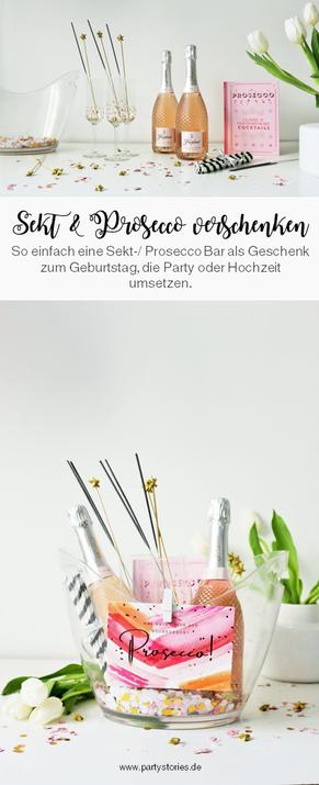 Bild: Mit dieser DIY Idee Sekt und Prosecco als Set und mit Flaschen schön verschenken – die Pimp your Prosecco Bar to go für eine Party oder Hochzeit als Geschenk verpacken! // Fotos und Anleitung von www.partystories.de // #Cheers #Geschenkidee