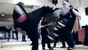 Selbsterteidigung gegen Trittkombination, Kampfsport