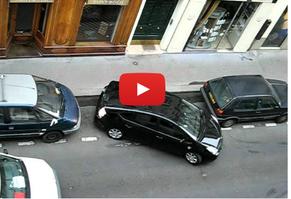 ①フランスの路上駐車スペースにある点線
