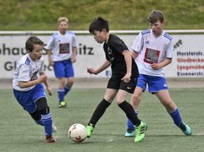 BW Fuhlenbrock und der VfB Bottrop lieferten sich bei den E-Junioren ein packendes Finale.  Foto:  Jung