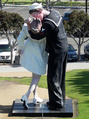 "Statue ""Unconditional Surrender"""