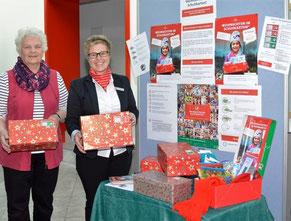 Hoffen auf viele Pakete: Jana Panten (rechts) und Gerda Heesch kümmern sich um die Spenden.