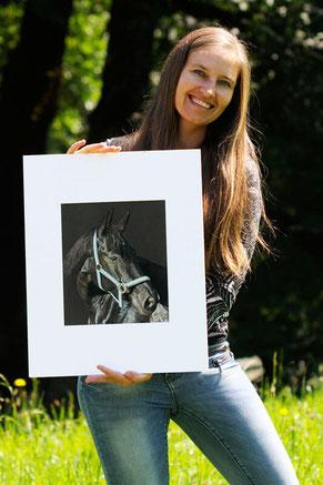 Sabine Lackner zeichnet Pferdeportraits, Tierportraits, Tierzeichnungen, Tierbilder, Pferde auf Papier, Pferdeliebe, Künstlerin aus Österreich, Tierportrait Künstlerin