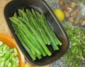 frische, grüne Spargel kochen©ChristinaBecker