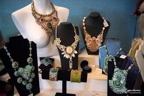 photo exposition bijoux marché noël à Malestroit en Bretagne sud