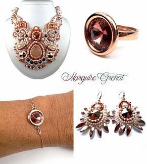 photo d'une parure bijoux créateur de mariage collier et boucles d'oreilles brodés, bague et bracelet en argent doré rose