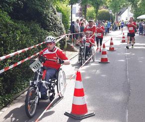 Eine Laufgruppe mit und ohne Handicap