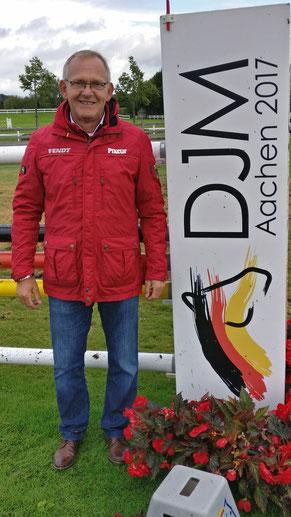 Heinrich-Hermann Engemann zu Besuch bei den Deutschen Jugendmeisterschaften in der Aachener Soers. Foto: ALRV