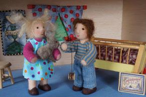 Puppenhauspuppe, Biegepüppchen, Puppenhaus, handgemacht, Filzpuppe, gefilzte Puppe, WunderFilzig, Susanne Schillinger, Waldorf Art, Wichtel, Filzhase