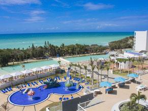 Exclusiver Kuba Urlaub auf Wunsch Extraleistungen (geg.Geb) Condor Premium Class-Upgrade Flug Privattransfer bei Rückflug vom Strandhotel zum gebuchten Airport  sowie Swim-up Elite-Suiten mit direktem Poolzugang und Extraservice Strandhotel