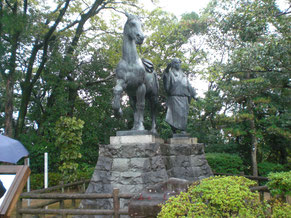 山之内一豊の愛馬とその妻 千代 の像
