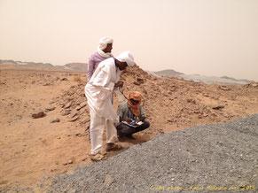 L'équipe d'Aghirin'man contrôle la radioactivité des déchets de la SOMINA