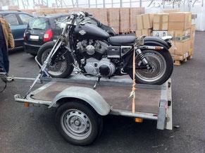 Transport de moto sur remorque en conteneur pour la Réunion, avec Long-Cours.