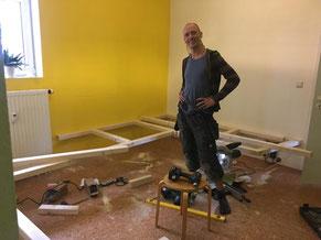 Aufbau des Meditationszentrums Vamos in Leipzig