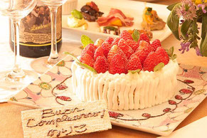 ホールケーキ ¥2,300