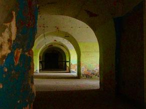 das geschützte Gewölbe der Kasematten