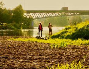 Abend-Spaziergang am Fluss Bug