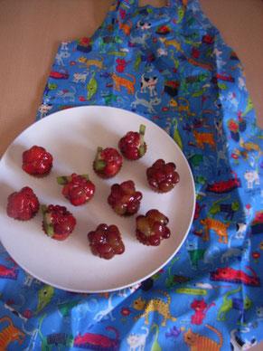 季節のトルテは小諸のいちご、地元のさくらんぼう、赤すぐり、ぶどう、そしてキウイです