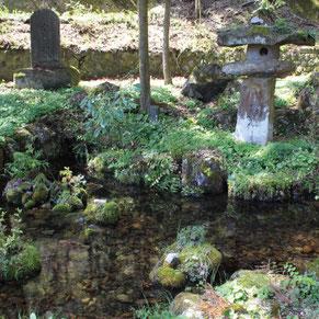 上西条神社の強清水