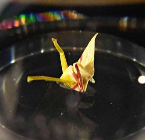 写真:アリゾナ記念館ビジターセンターに展示されている佐々木さんの折り鶴(米ハワイ・オアフ島)